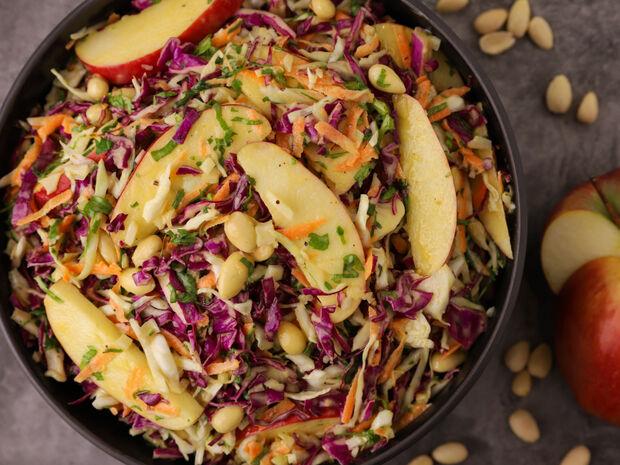 Σαλάτα με κόκκινο λάχανο και μήλο από τον Γιώργο Τσούλη