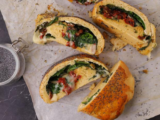 Ψωμί με σπανάκι και τυριά του Γιώργου Τσούλη