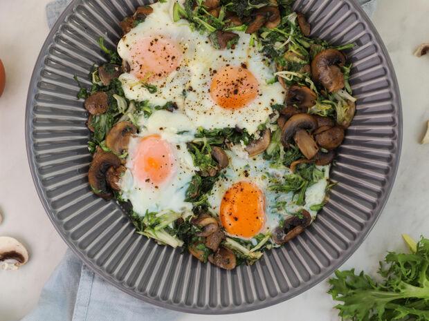 Τηγανητά αυγά με μανιτάρια και μαρούλι από τον Γιώργο Τσούλη.