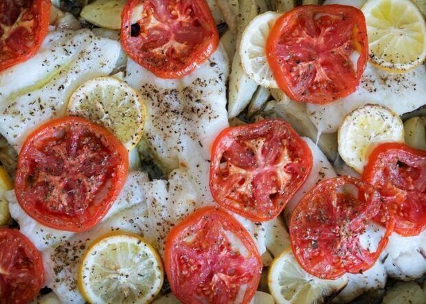 Μπακαλιάρος στο φούρνο με πατάτες από τον Γιώργο Τσούλη