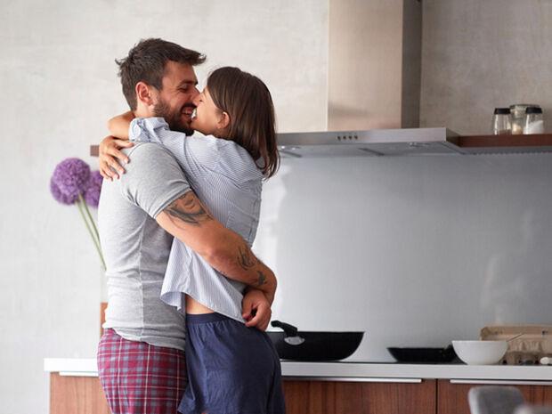 #Μένουμε_Σπίτι: 7 απλά tips για να ενισχύσετε τον ρομαντισμό στη σχέση σας τις δύσκολες αυτές μέρες