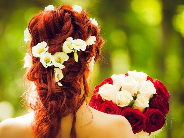 Γάμος στο... σπίτι λόγω κορονοϊού κι οι καλεσμένοι στα μπαλκόνια (video)