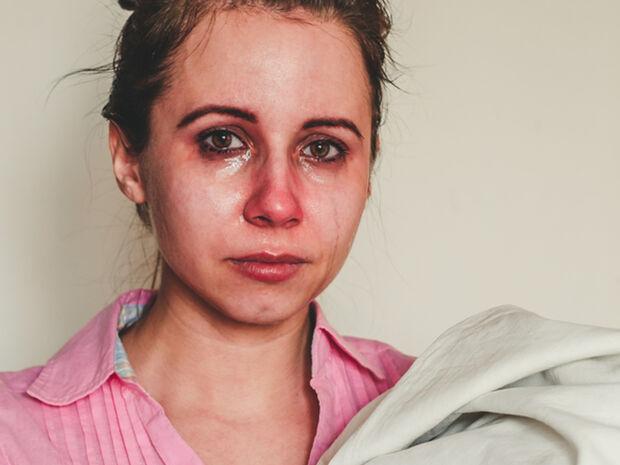 Επιλόχεια κατάθλιψη & καραντίνα: Τι θα πρέπει να προσέξει η γυναίκα που γέννησε και οι γύρω της