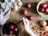 Βάψε τα πιο τέλεια τα αβγά με υλικά από την κουζίνα σου!