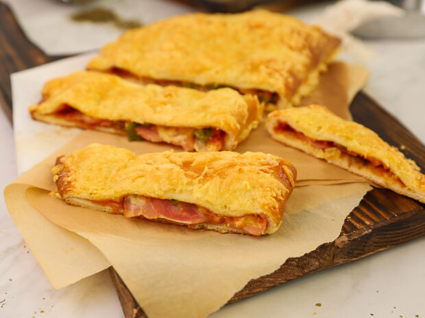 Γρήγορη πίτσα καλτσόνε από τον Γιώργο Τσούλη