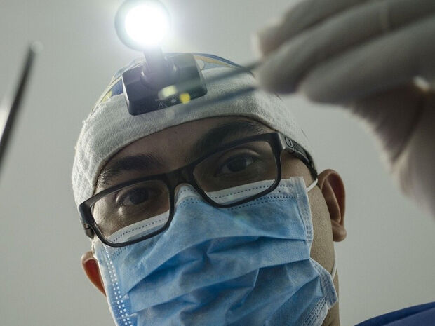 Πονούσε ο λαιμός της – Άναυδοι οι γιατροί με αυτό που βρήκαν στις αμυγδαλές της