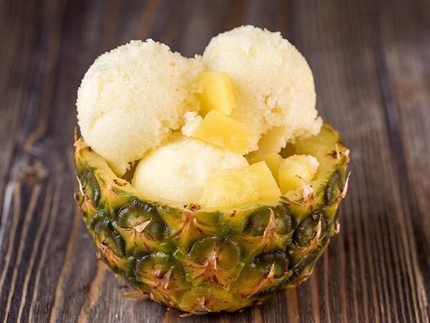 Άκης Πετρετζίκης: Σορμπέ ανανά