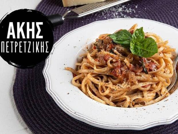Συνταγή για σπαγγέτι με σάλτσα ντομάτας από τον Άκη Πετρετζίκη