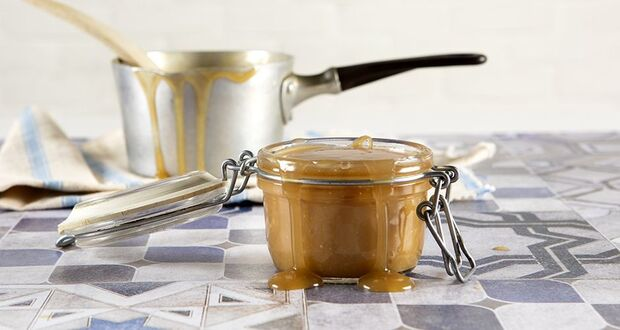 Συνταγή για Vegan σάλτσα καραμέλας με 3 υλικά από τον Άκη Πετρετζίκη