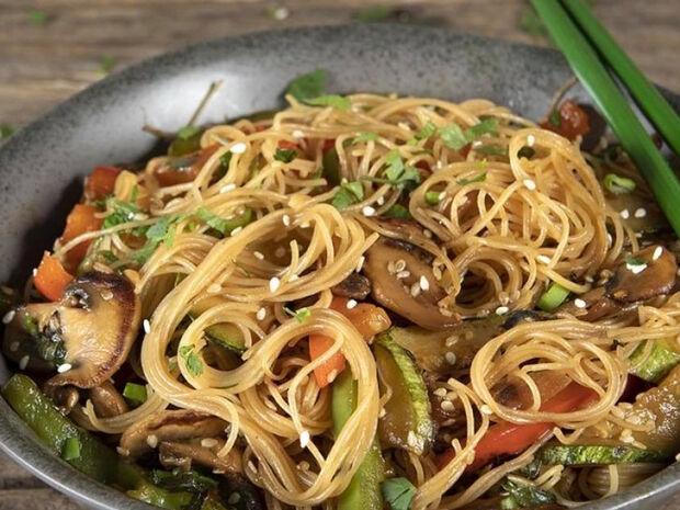 Άκης Πετρετζίκης : Noodles με λαχανικά