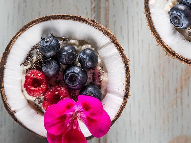 Άκης Πετρετζίκης: Porridge με μούρα και τσία