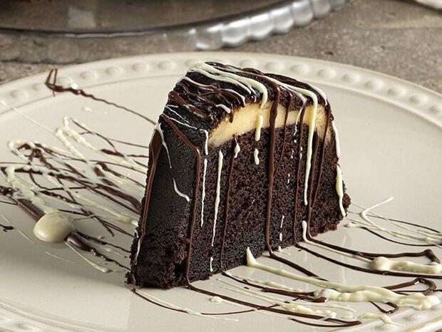 Άκης Πετρετζίκης : Κέικ με γέμιση cheesecake