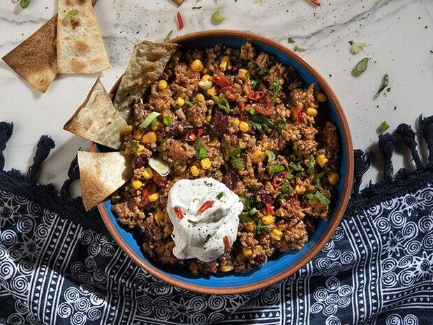 Συνταγή για γρήγορο τσίλι κον κάρνε από τον Άκη Πετρετζίκη