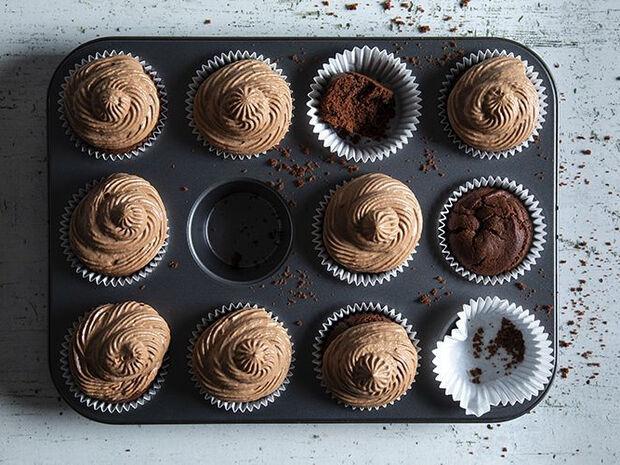Συνταγή για Cupcakes με 4 υλικά από τον Άκη Πετρετζίκη