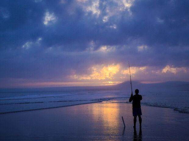 Ψαράς έριξε το καλάμι του και όταν κατάλαβε τι έπιασε έπαθε σοκ! (video)
