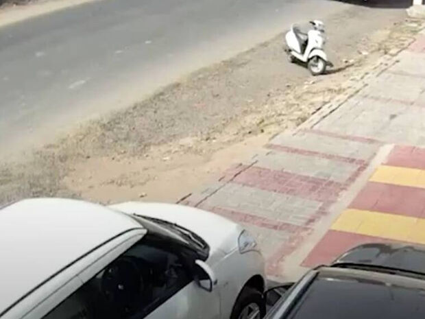 Αγοράκι «ξεγέλασε» το θάνατο - Δείτε πώς σώθηκε από φορτηγό (σκληρές εικόνες)