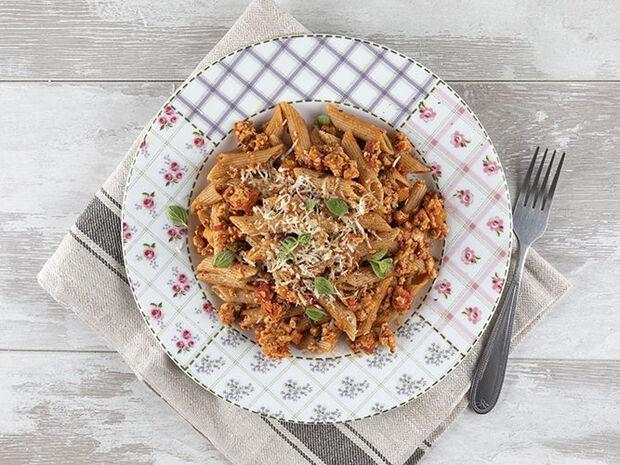 Συνταγή για πένες με κιμά κοτόπουλου από τον Άκη Πετρετζίκη