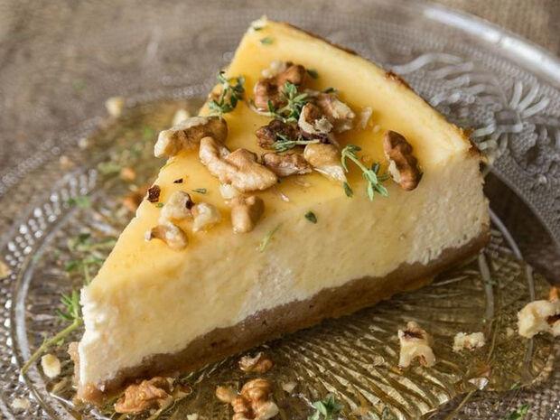 Συνταγή για ελληνικό cheesecake με γιαούρτι από τον Άκη Πετρετζίκη