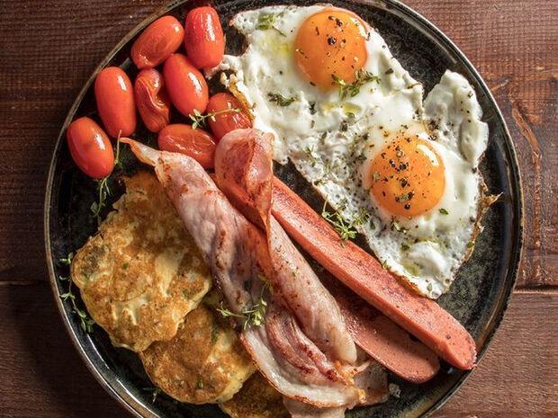 Pancakes πατάτας με αβγά και μπέικον