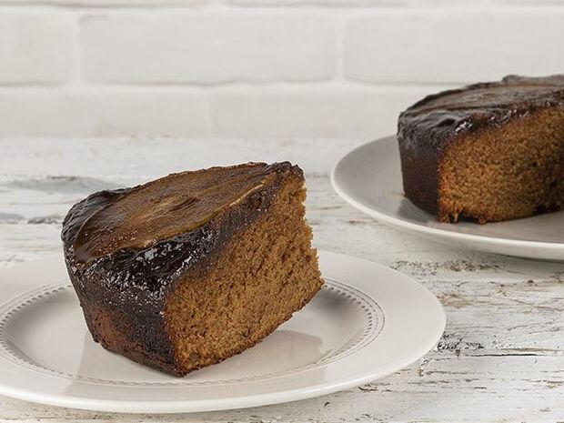Συνταγή για ανάποδο κέικ αχλάδι από τον Άκη Πετρετζίκη