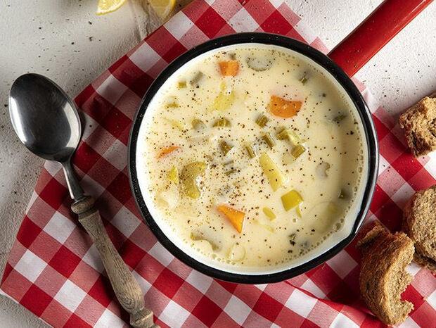 Συνταγή για σούπα αβγολέμονο από τον Άκη Πετρετζίκη