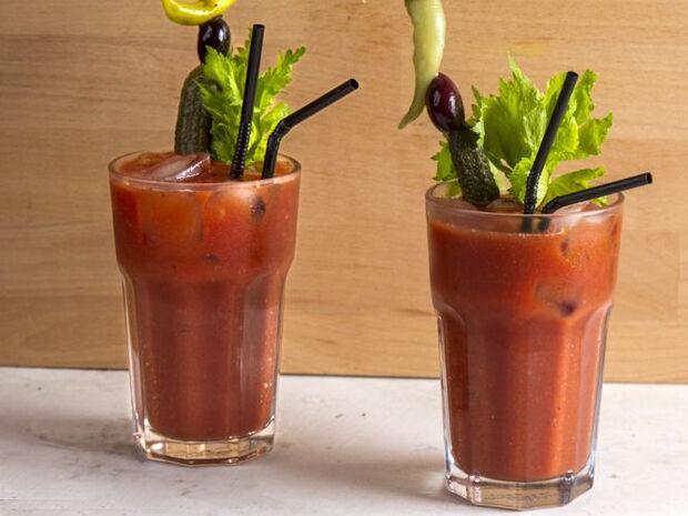 Συνταγή για αντιοξειδωτικό Bloody Mary από τον Άκη Πετρετζίκη