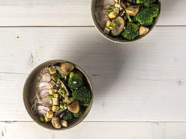 Συνταγή για vegan ramen από τον Άκη Πετρετζίκη