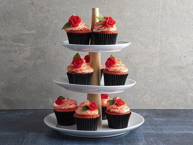 Συνταγή για red velvet cupcakes από τον Άκη Πετρετζίκη