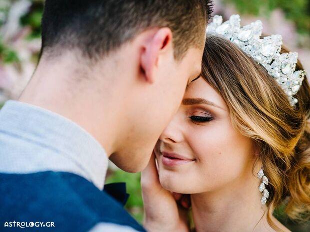 Αυτή είναι η καλύτερη ηλικία για να παντρευτείς, σύμφωνα με το ζώδιό σου!