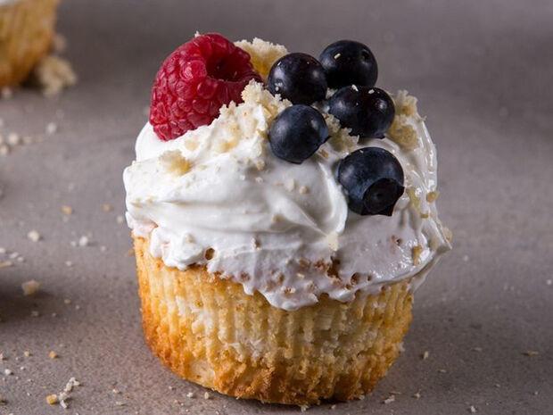 Συνταγή για muffins με λεμόνι και καρύδα από τον Άκη Πετρετζίκη