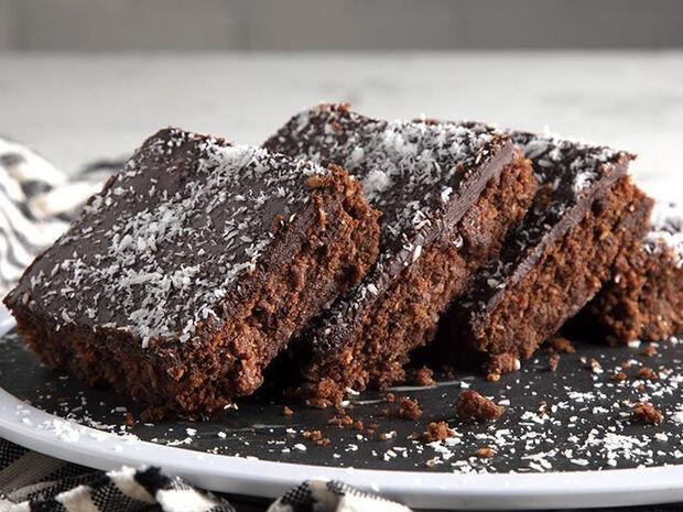 Συνταγή για vegan brownies από τον Άκη Πετρετζίκη
