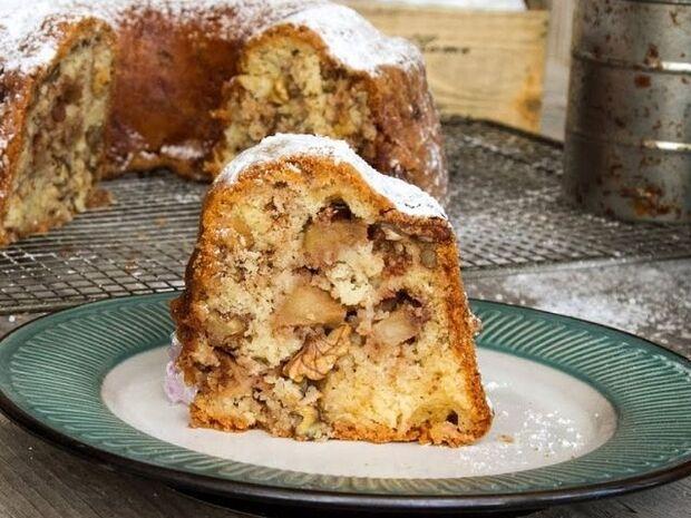 Συνταγή για κέικ μήλου από τον Άκη Πετρετζίκη