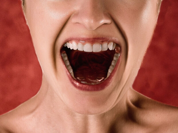 Κι' όμως: Υπάρχει τηλεφωνική γραμμή για να πάρεις και να ουρλιάξεις (video)
