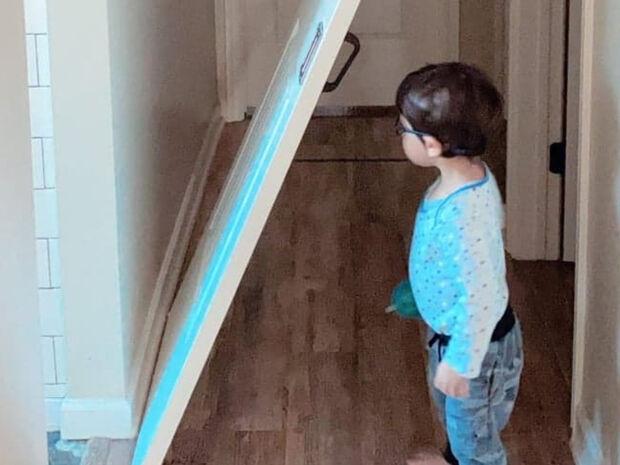 Οι γιοι γνωστής Ελληνίδας παρουσιάστριας έσπασαν την πόρτα του δωματίου