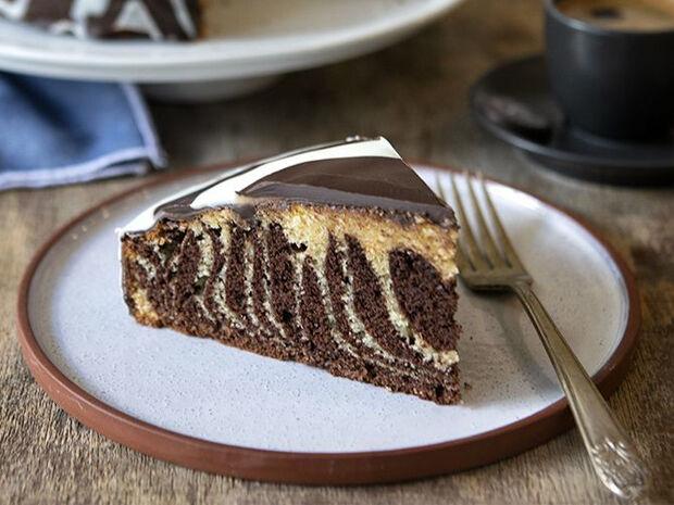 Συνταγή για κέικ ζέβρα από τον Άκη Πετρετζίκη