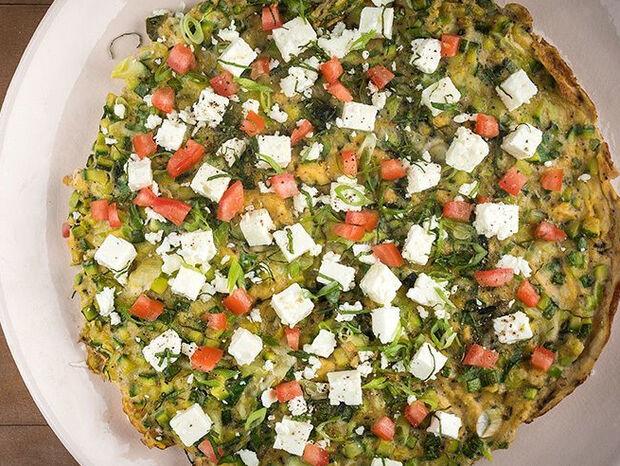 Συνταγή για τιριτιτίμ (κολοκυθάκια ομελέτα) από τον Άκη Πετρετζίκη