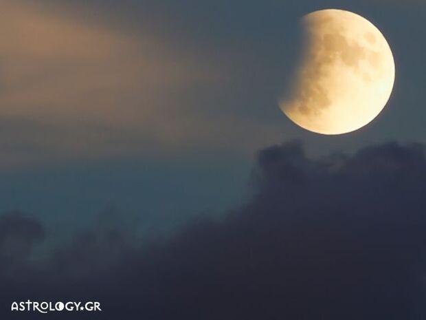 Νέα Σελήνη - Έκλειψη στον Τοξότη: Αυτά τα ζώδια θα γυρίσουν σελίδα στη ζωή τους