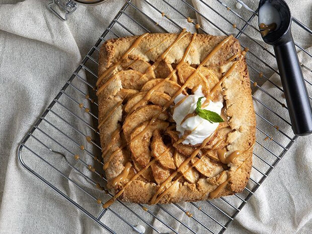 Συνταγή για galette με μήλα από τον Άκη Πετρετζίκη