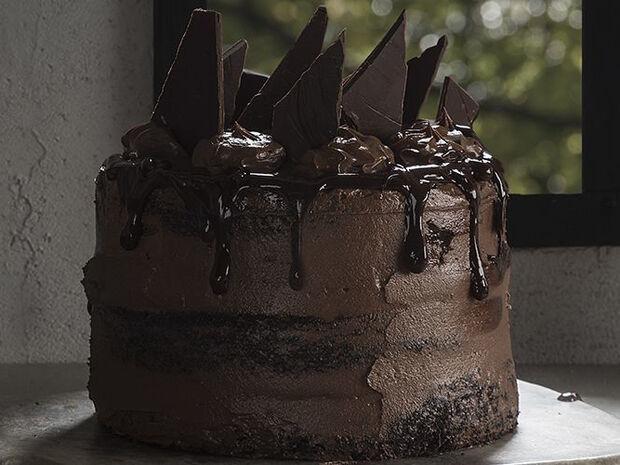 Συνταγή για σοκολατένια τούρτα από τον Άκη Πετρετζίκη