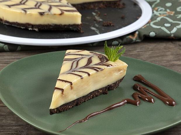 Συνταγή για τάρτα λευκής σοκολάτας από τον Άκη Πετρετζίκη