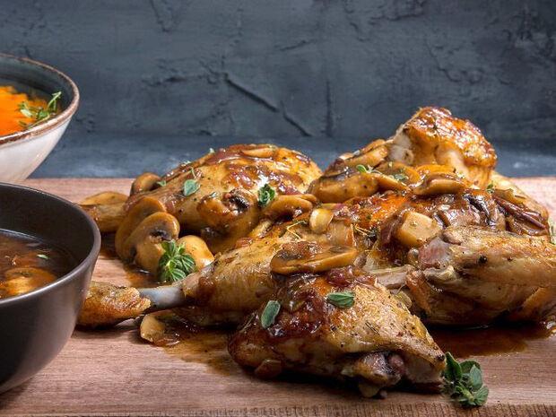 Συνταγή για κοτόπουλο του κυνηγού από τον Άκη Πετρετζίκη