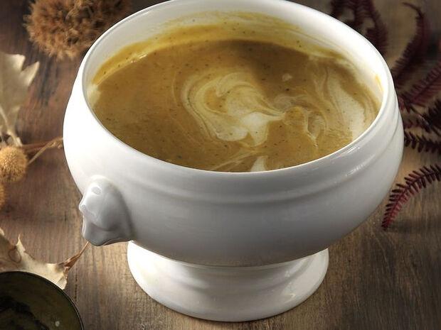 Συνταγή για σούπα κολοκύθας με κάστανα και τραγανή πανσέτα από τον Άκη Πετρετζίκη