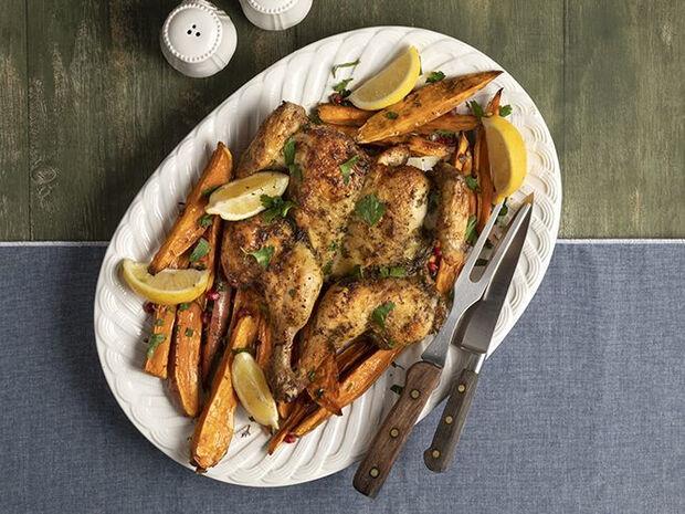 Συνταγή για κοτόπουλο με γλυκοπατάτες στον φούρνο από τον Άκη Πετρετζίκη