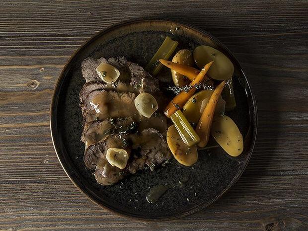 Συνταγή για Γερμανικό ψητό κατσαρόλας - Sauerbraten από τον Άκη Πετρετζίκη