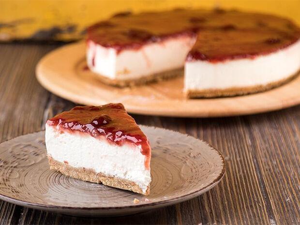 Συνταγή για cheesecake φράουλας από τον Άκη Πετρετζίκη