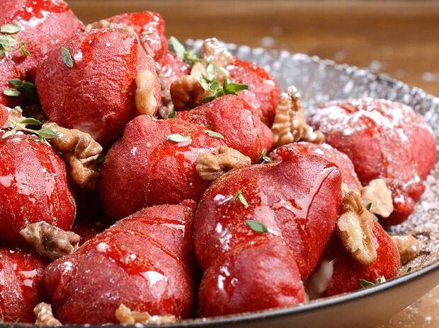 Συνταγή για λουκουμάδες red velvet από τον Άκη Πετρετζίκη
