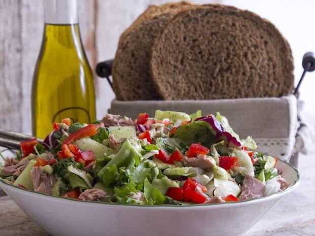 Συνταγή για τονοσαλάτα με γουακαμόλε από τον Άκη Πετρετζίκη