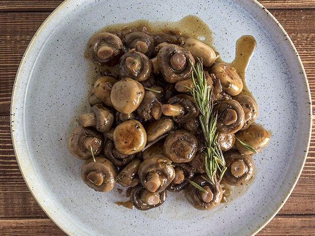 Συνταγή για μανιτάρια στον φούρνο από τον Άκη Πετρετζίκη
