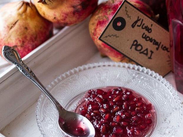 Συνταγή για γλυκό του κουταλιού ρόδι από τον Άκη Πετρετζίκη