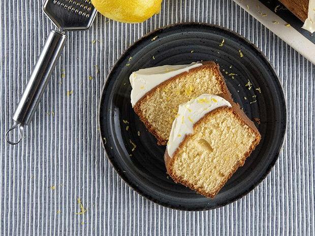 Συνταγή για pound cake με τυρί κρέμα από τον Άκη Πετρετζίκη
